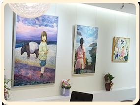 展示作品によってガラリと変わる不言亭の雰囲気を味わうことは私たちの楽しみでもあります。